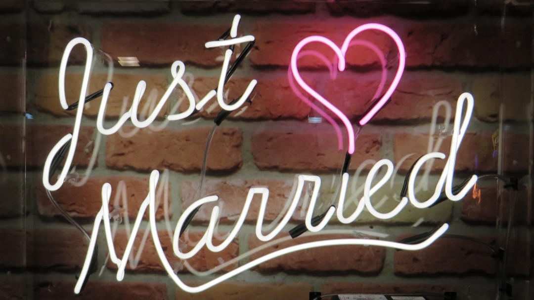 Just Married real neon sign for hire with pink heart